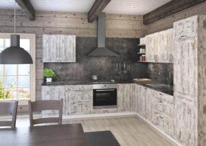 Mökkikeittiön kalusteet ympäristön mukaan suunniteltuna. Puukuvioiset keittiökalusteiden ovet, keittiön kivitaso ja välitilan laminaatti sopivat laadukkaaseen keittiöön.
